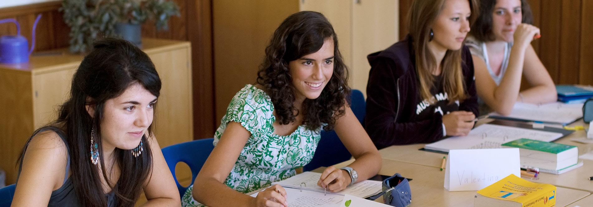 Im Internat Lindenberg leben und lernen Schülerinnen und Schüler aus aller Welt zusammen in einer vielfältigen Internatsgemeinschaft.
